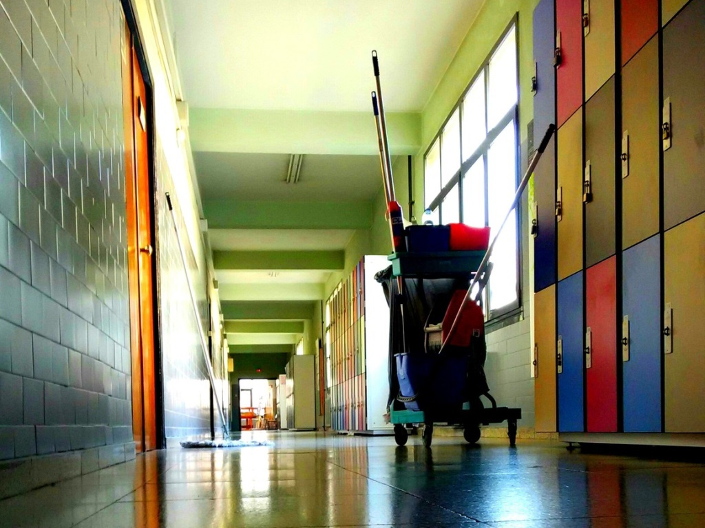 Pulizie e trattamenti speciali per edifici scolastici